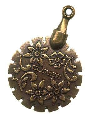 Clover Pendant Thread Cutter (Gold)